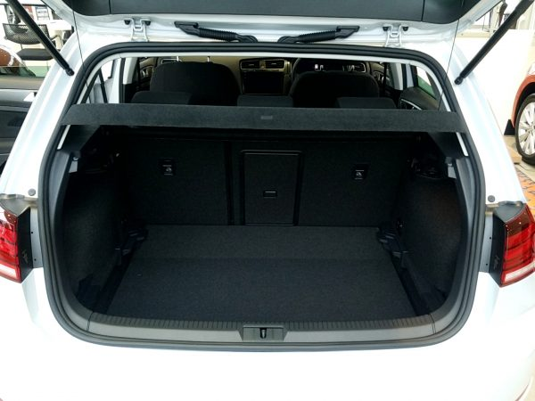 「ゴルフ」TSI Comfortline Tech Editionの荷室