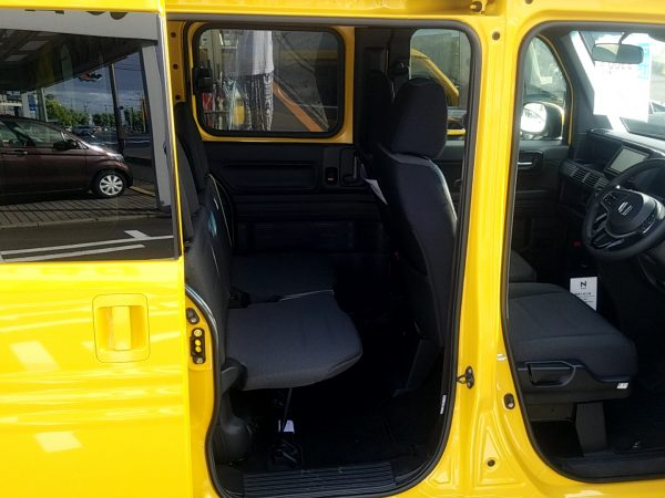 N-VAN+スタイルFUNの後部座席