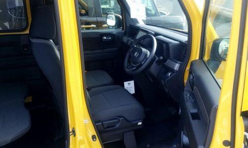 N-VAN+スタイルFUNの運転席画像