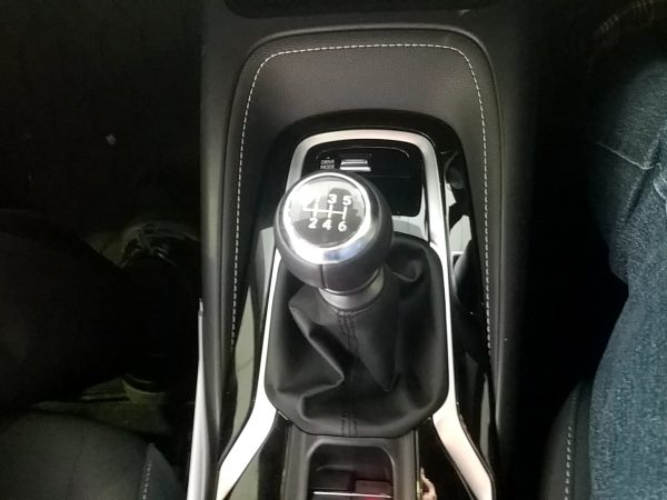 カローラスポーツG・6速マニュアル車のシフトノブ