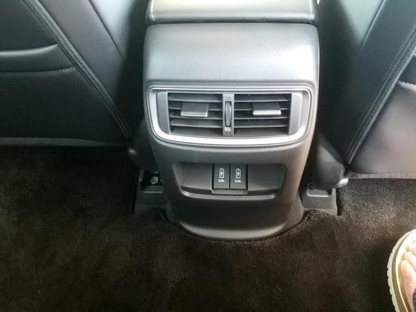 CR-V・EXの後部座席側のエアコン送風口