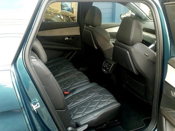 5008「GTブルーHDi」の後部座席(2列目)