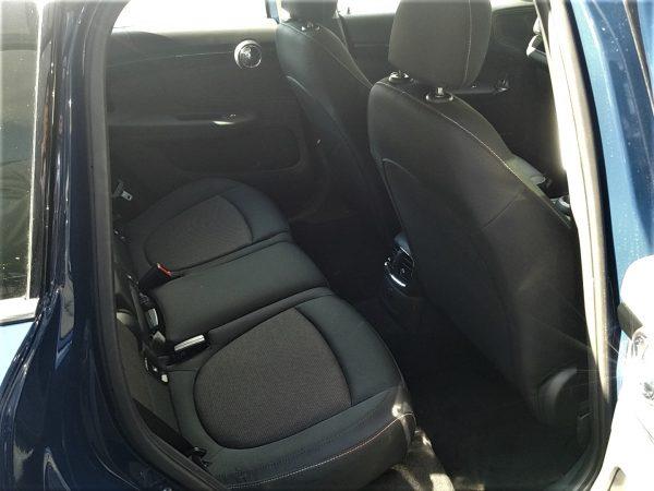 MINIクロスオーバー・クーパーDの後部座席画像