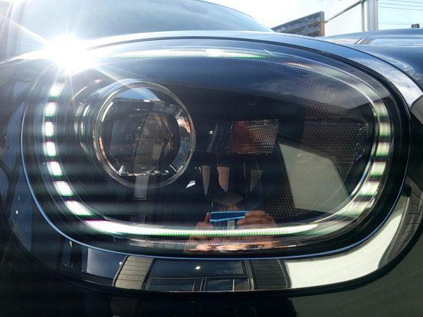 MINIクロスオーバー・クーパーDのヘッドライト