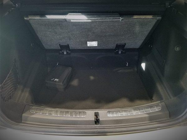 MINIクロスオーバー・クーパーDの荷室床下スペース