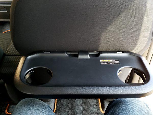スペーシアギア「XZターボ」のシートバックテーブル