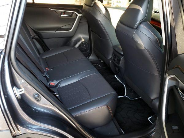 RAV4の後部座席の画像