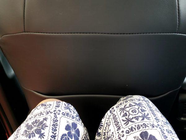 RAV4の後部座席の足元