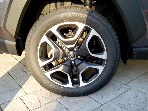 RAV4のタイヤ画像