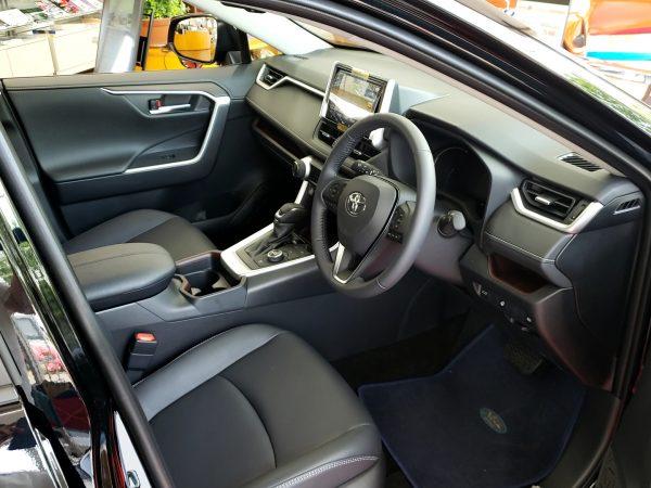 RAV4の運転席の画像